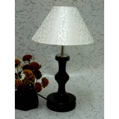 Tucasa Fabulous Wooden Table Lamp with Silver Circle Shade, LG-1055