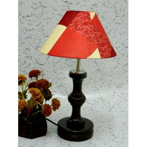 Tucasa Fabulous Wooden Table Lamp with Red Check Shade, LG-1056